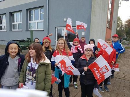 Największy wzór serca z ludzi dla Polski